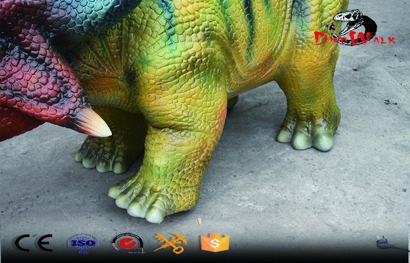 walking simulation dinosaur Triceratops ride for entertain