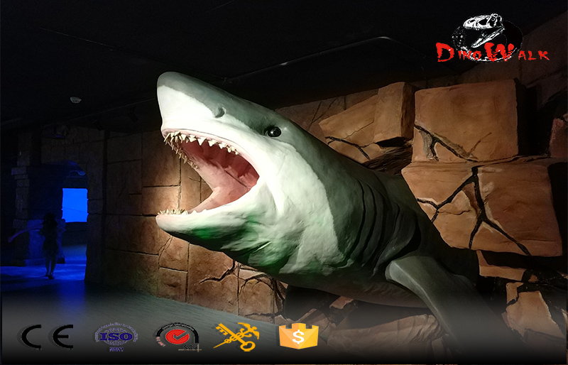 animatronics shark breaking the wall attractive display