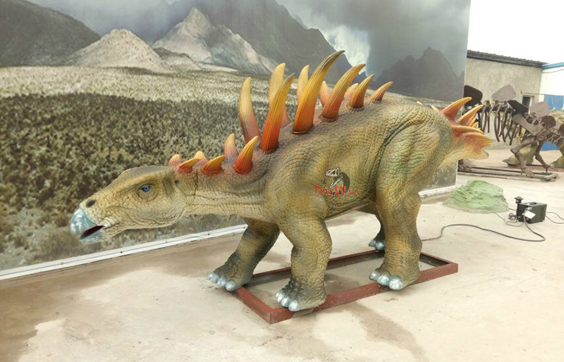 animatronic dinosaur model with realistic movement simulation display