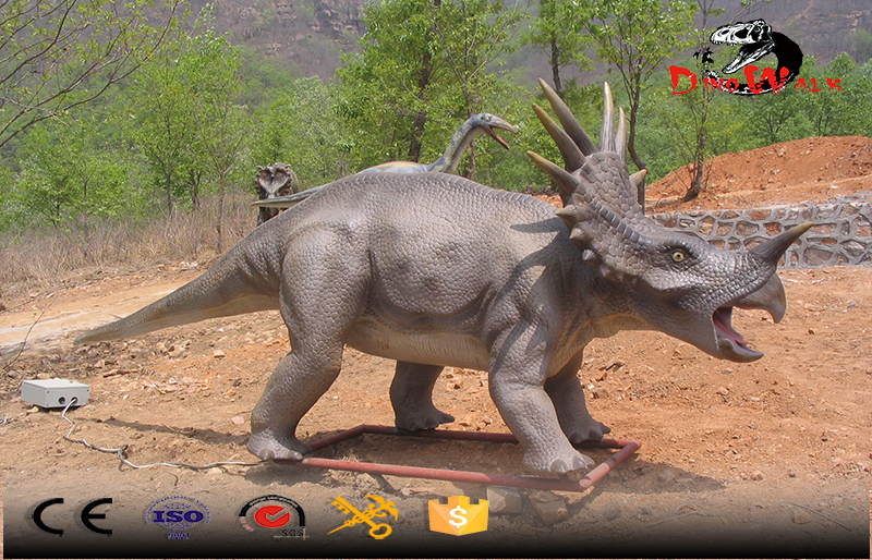 animatronic Triceratops simulation dinosaur outdoor display