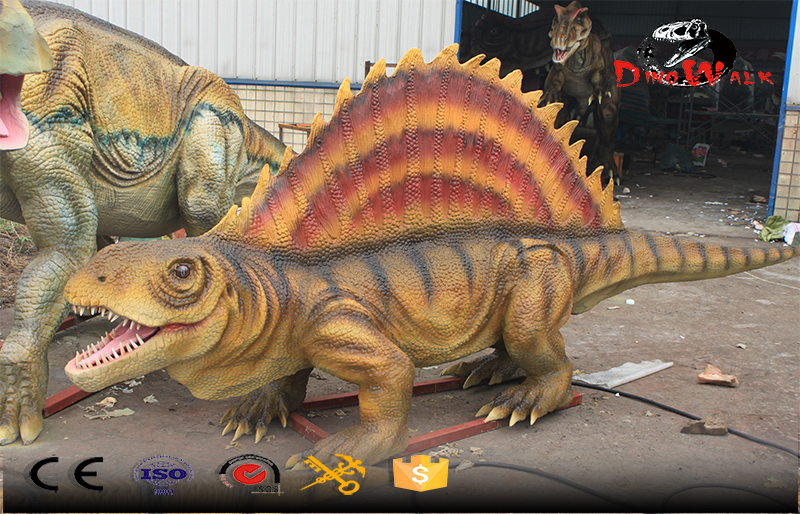 lizard like dinosaur with movement simulation outdoor display