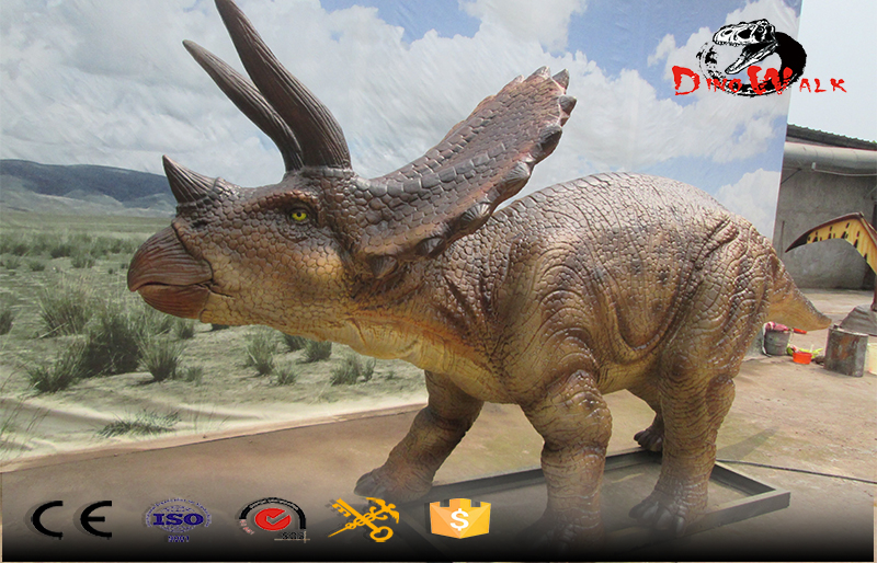 animatronic dinosaur simulation real lifesize model Triceratops