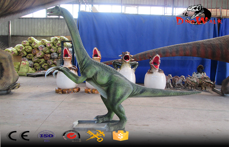 animatronic Therizinosaurus dinosaur model